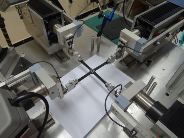 biaxial testing machine for soft tissue and elastomer